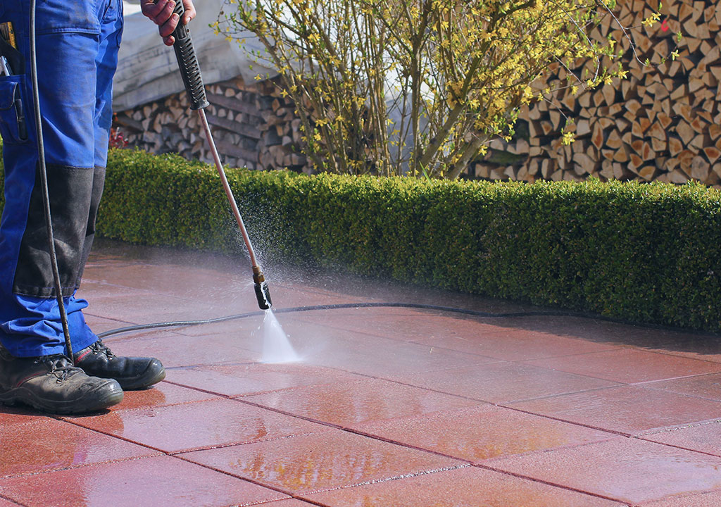 property maintenance specialist pressure cleaning